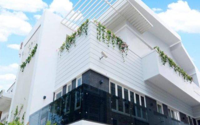 Отель Villa Le Hoang Далат вид на фасад