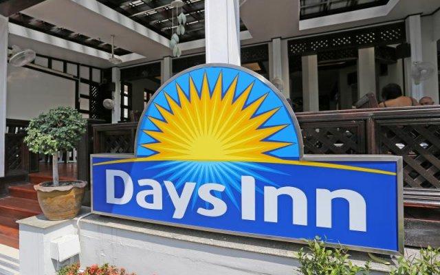 Отель Days Inn by Wyndham Patong Beach Phuket Таиланд, Карон-Бич - 1 отзыв об отеле, цены и фото номеров - забронировать отель Days Inn by Wyndham Patong Beach Phuket онлайн вид на фасад