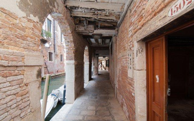 Отель Casa Albrizzi Италия, Венеция - отзывы, цены и фото номеров - забронировать отель Casa Albrizzi онлайн вид на фасад