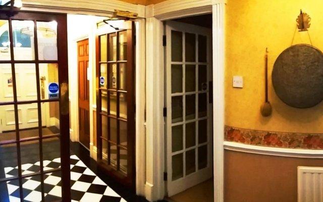 Pymgate Lodge Hotel вид на фасад