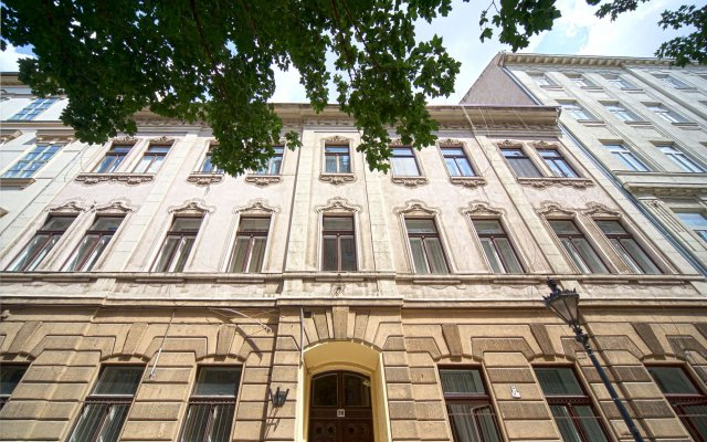 Отель Amber Gardenview Studios вид на фасад