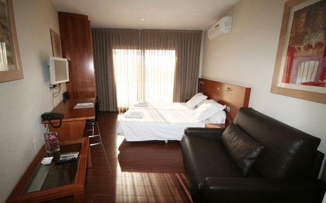 Отель Apartamentos Turisticos Madanis Испания, Оспиталет-де-Льобрегат - 2 отзыва об отеле, цены и фото номеров - забронировать отель Apartamentos Turisticos Madanis онлайн комната для гостей