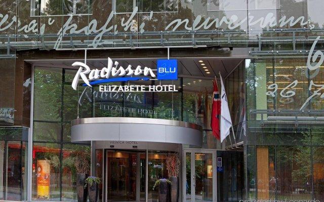 Radisson Blu Elizabete Hotel вид на фасад