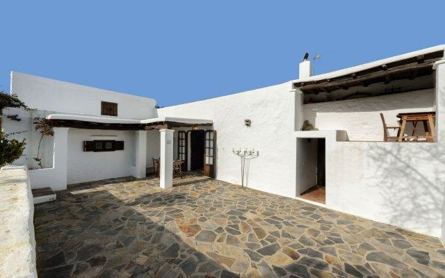 Отель Casa Payesa - Authentic Ibizan style Испания, Эс-Канар - отзывы, цены и фото номеров - забронировать отель Casa Payesa - Authentic Ibizan style онлайн вид на фасад