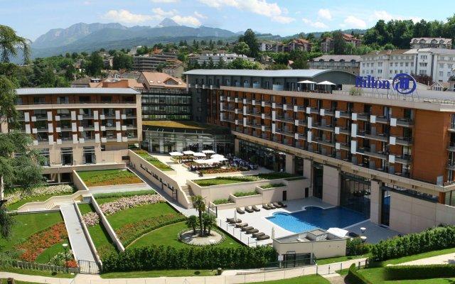 Отель Hilton Evian-les-Bains вид на фасад