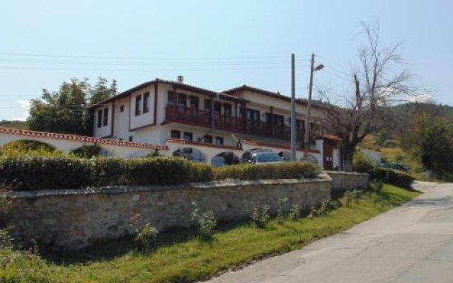 Отель Dvata Brjasta Family Hotel Болгария, Асеновград - отзывы, цены и фото номеров - забронировать отель Dvata Brjasta Family Hotel онлайн вид на фасад