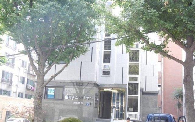 Отель Janet's Apple House вид на фасад