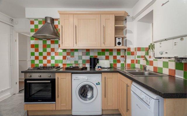Апартаменты Spacious Pentonville Road Apartment - MLH Лондон в номере