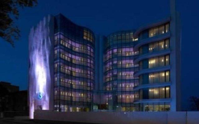 i-Suite Hotel вид на фасад
