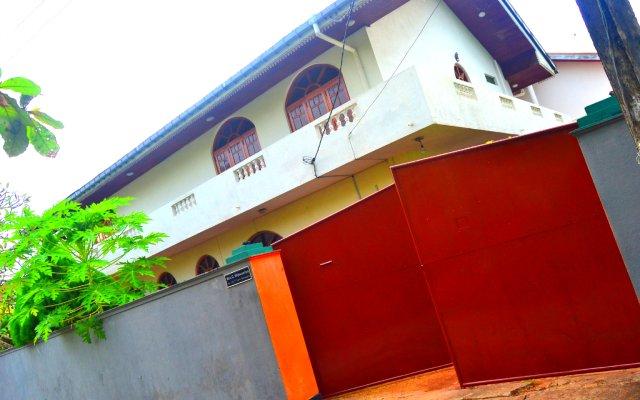 Отель Chaya Villa Guest House Шри-Ланка, Берувела - отзывы, цены и фото номеров - забронировать отель Chaya Villa Guest House онлайн вид на фасад