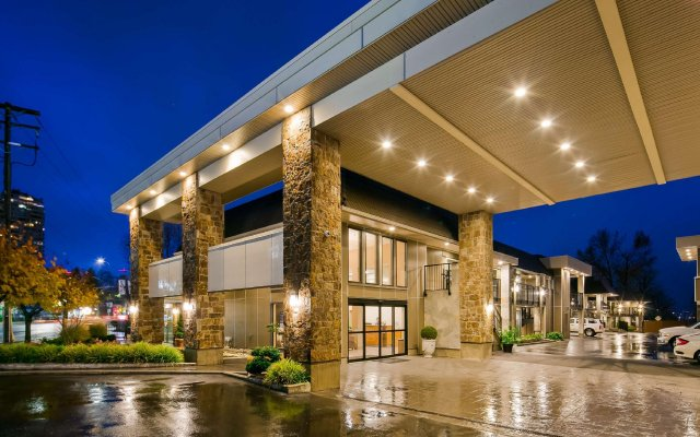 Отель Best Western PLUS Kings Inn & Conference Centre Канада, Бурнаби - отзывы, цены и фото номеров - забронировать отель Best Western PLUS Kings Inn & Conference Centre онлайн вид на фасад