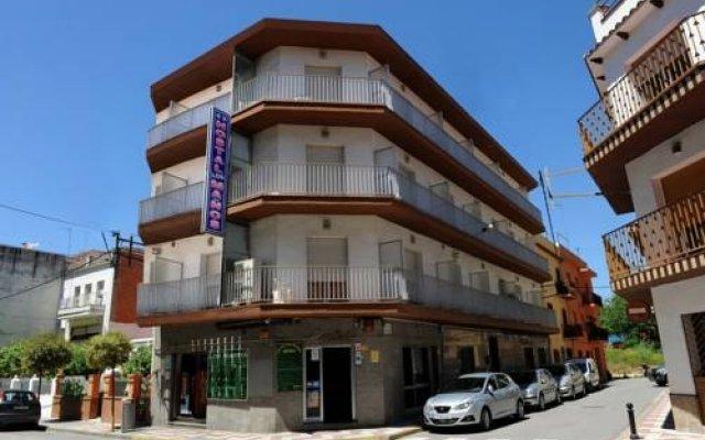 Отель Hostal Los Manos Испания, Бланес - отзывы, цены и фото номеров - забронировать отель Hostal Los Manos онлайн вид на фасад
