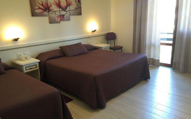 Отель Albergo Ester di Fossi Laura Римини комната для гостей