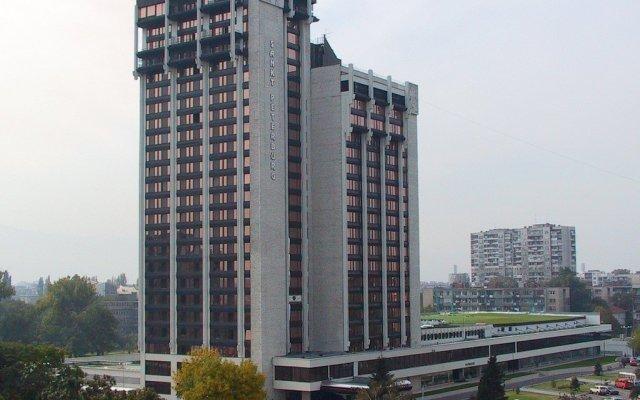 Отель Парк-Отель Санкт-Петербург Болгария, Пловдив - отзывы, цены и фото номеров - забронировать отель Парк-Отель Санкт-Петербург онлайн вид на фасад