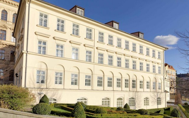 Отель Four Seasons Hotel Prague Чехия, Прага - 6 отзывов об отеле, цены и фото номеров - забронировать отель Four Seasons Hotel Prague онлайн вид на фасад