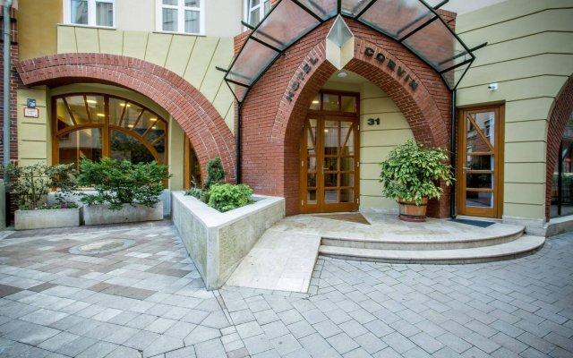 Corvin Hotel Budapest вид на фасад