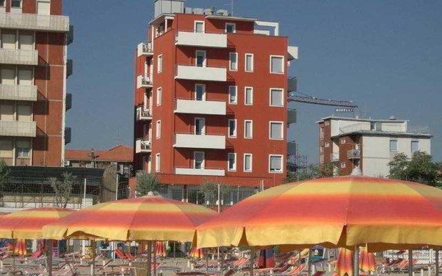 Отель PACESETTER Римини вид на фасад