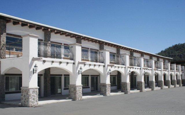 Отель Quinta Misión Креэль вид на фасад