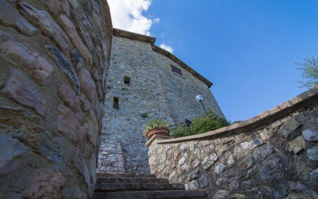 Отель Il Castello Di Perchia Сполето вид на фасад