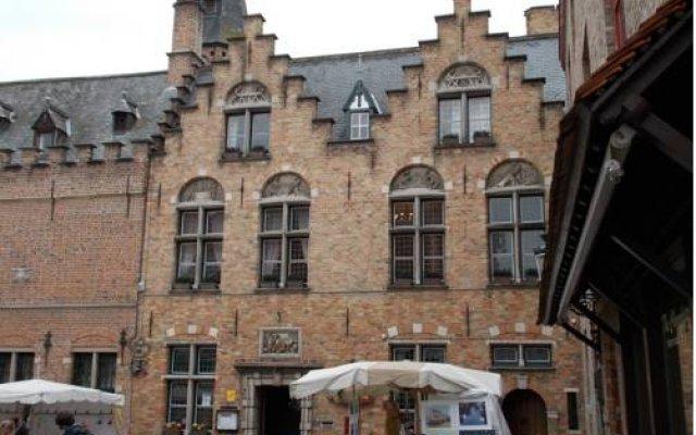 Отель Le Duc De Bourgogne Брюгге вид на фасад