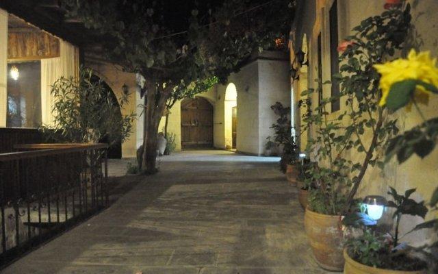 Отель Aravan Evi вид на фасад
