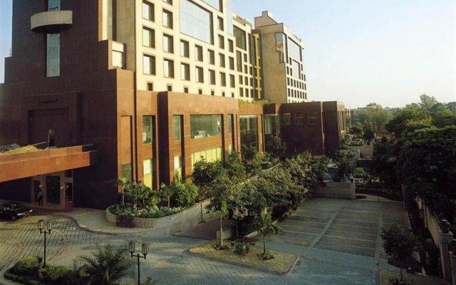 Sheraton New Delhi Hotel вид на фасад