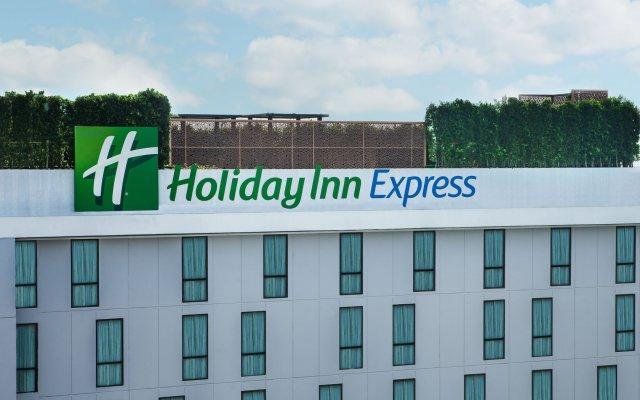 Holiday Inn Express Bangkok Soi Soonvijai, an IHG Hotel
