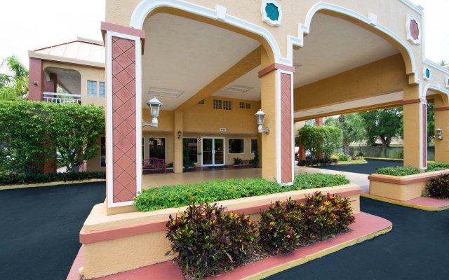 Отель Quality Inn Sarasota North вид на фасад