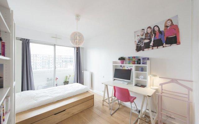 Отель Home comforts by the Eiffel Tower комната для гостей