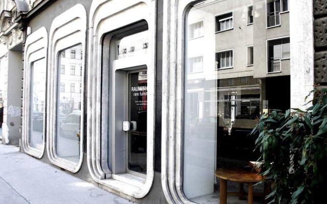 Апартаменты Operastreet.Com Apartments вид на фасад
