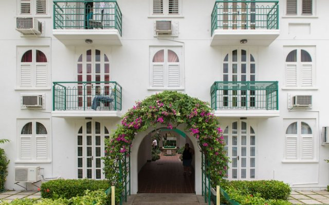 Отель Sandcastles Beach Resort вид на фасад