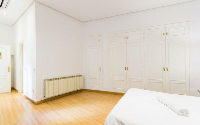 Отель Puerta del Sol Stylish Aparments by Allô Housing Испания, Мадрид - отзывы, цены и фото номеров - забронировать отель Puerta del Sol Stylish Aparments by Allô Housing онлайн комната для гостей