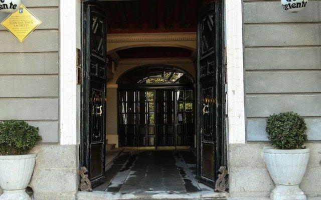 Отель Hostal Central Palace Мадрид вид на фасад