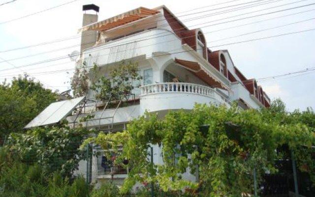 Отель Guest House Spiro near Botanical Garden вид на фасад