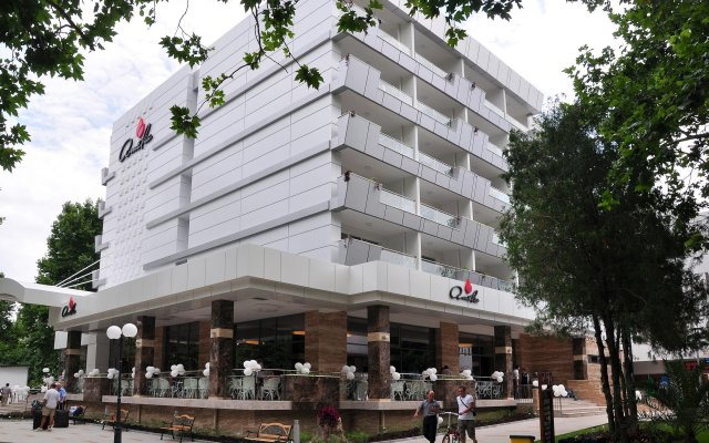 Отель Амелия вид на фасад