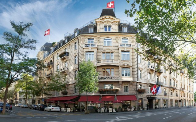 Small Luxury Hotel Ambassador Zürich вид на фасад