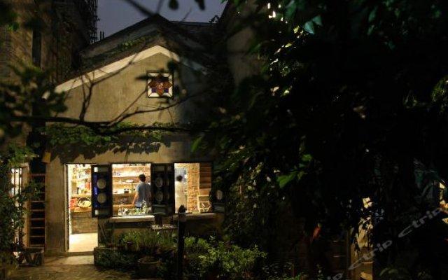 Shiwai Midu Inn