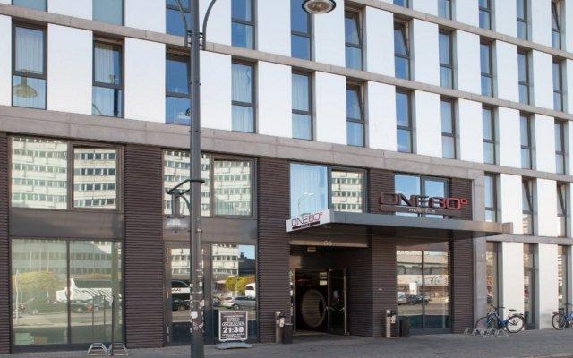 Отель ONE80° Hostels Berlin Германия, Берлин - - забронировать отель ONE80° Hostels Berlin, цены и фото номеров вид на фасад