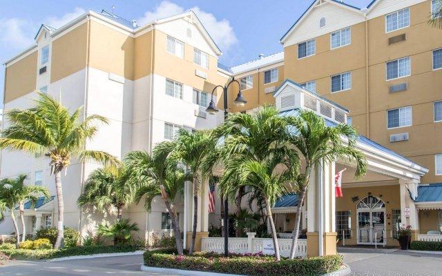 Отель Comfort Suites Seven Mile Beach Каймановы острова, Севен-Майл-Бич - отзывы, цены и фото номеров - забронировать отель Comfort Suites Seven Mile Beach онлайн вид на фасад