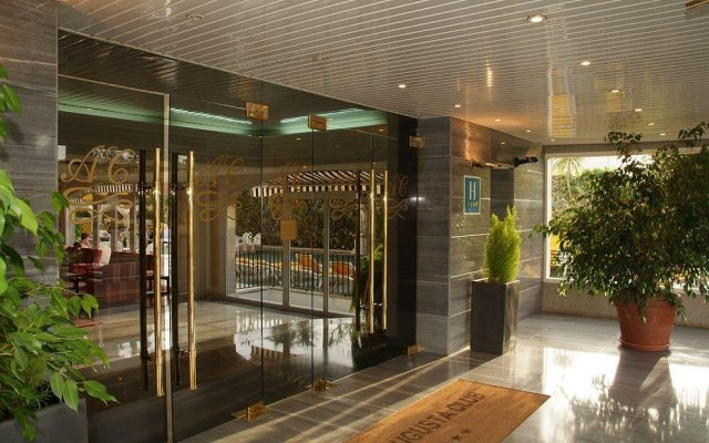 Bondiahotels Augusta Club Hotel & Spa - Adults Only вид на фасад