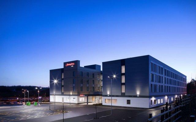 Отель Hampton by Hilton Bristol Airport вид на фасад