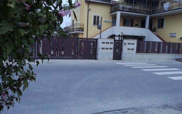 Отель B&b Sogni d'Oro Чивитанова-Марке вид на фасад