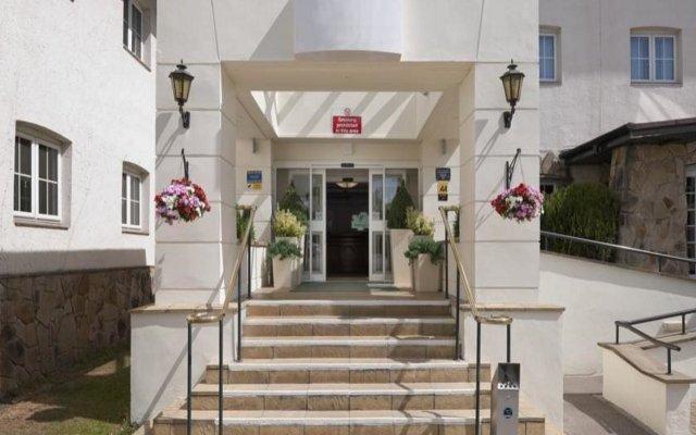 Отель Britannia Airport Inn Manchester Великобритания, Уилмслоу - отзывы, цены и фото номеров - забронировать отель Britannia Airport Inn Manchester онлайн вид на фасад