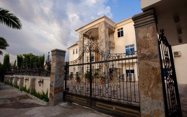 Отель Caledonian Suites вид на фасад