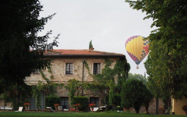 Отель Borgo San Luigi Строве вид на фасад