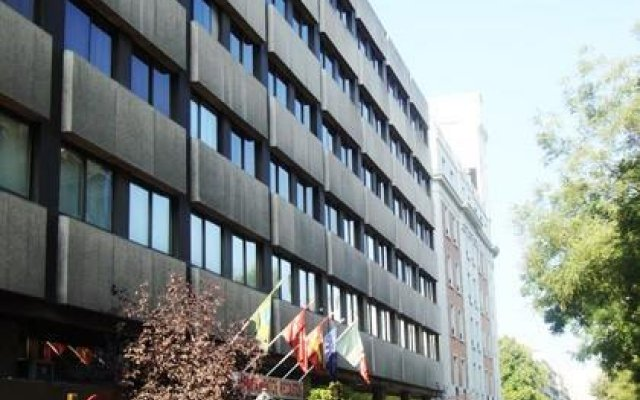 Отель Recoletos вид на фасад