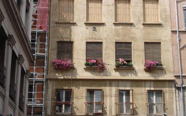 Отель Chambres Les Soyeuses Франция, Лион - отзывы, цены и фото номеров - забронировать отель Chambres Les Soyeuses онлайн вид на фасад