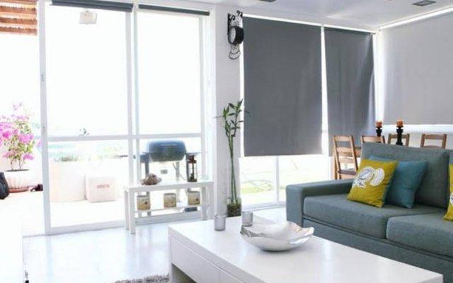 Апартаменты Casa De Colores Apartments - Shimon Hatarsi 20 Тель-Авив комната для гостей