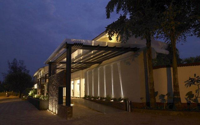Отель Royal Orchid Beach Resort & Spa Гоа вид на фасад