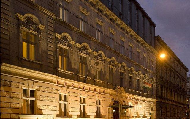 Отель Mamaison Residence Izabella Budapest вид на фасад